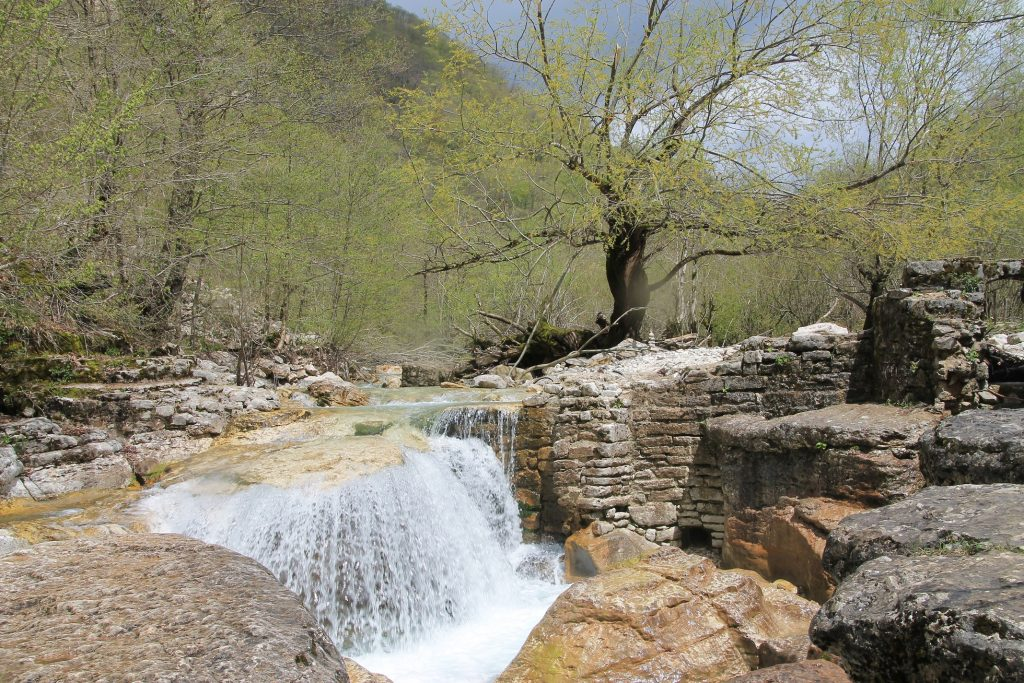 Stream to Kinchkha Waterfall